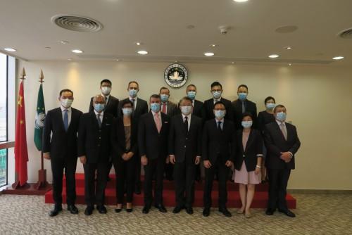 A CCILC visita o Secretário para a Economia e Finanças Lei Wai Nong