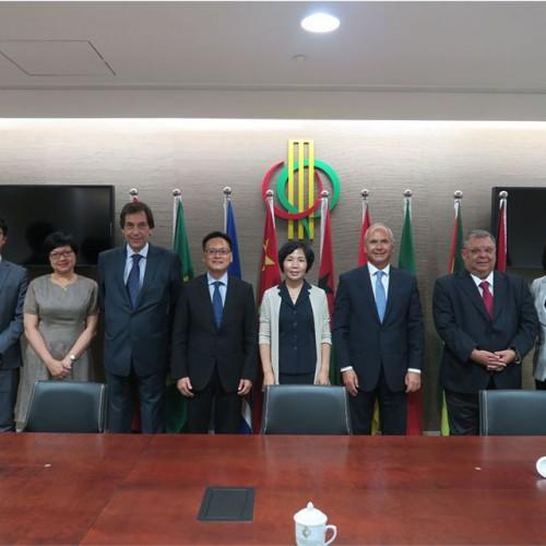 Visitou o Secretariado Permanente do Fórum para a Cooperação Económica e Comercial entre a China e o...